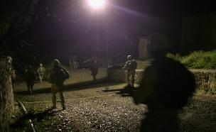 חיילים בלילה (צילום: John Moore, GettyImages IL)