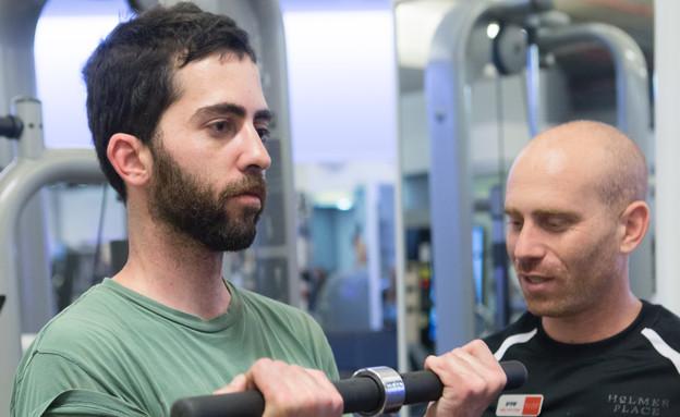 ארי עם המאמן (צילום: עודד קרני)