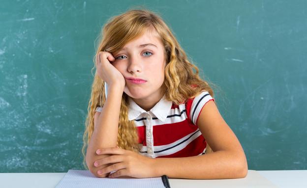 תלמידה ילדה משועממת (צילום: Shutterstock, מעריב לנוער)