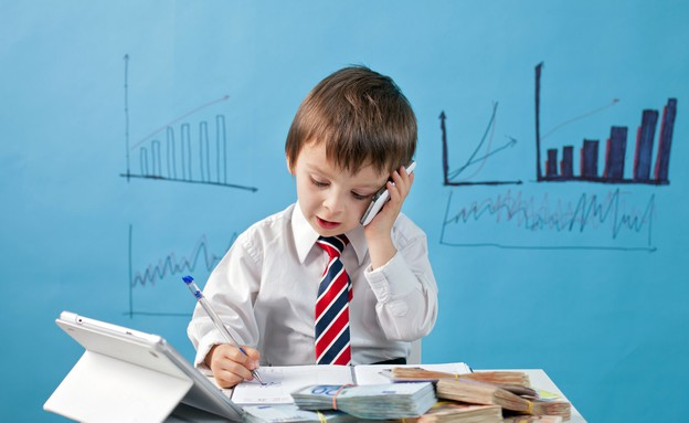 ילד מחופש לאיש עסקים (אילוסטרציה: Shutterstock)