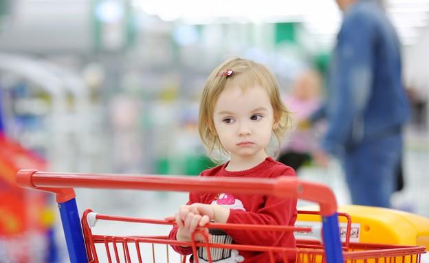 ילדה על עגלת סופרמרקט (אילוסטרציה: Shutterstock)