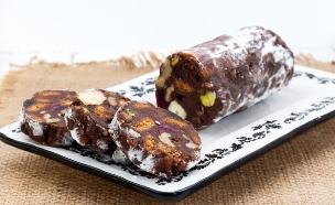נקניק מתוק עם לוטוס, אגוזים ופירות יבשים  (צילום: אולגה טוכשר, אוכל טוב)