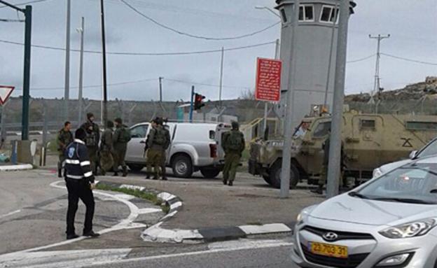 בית חורון: רכב פלסטיני פרץ מחסום ודרס חייל