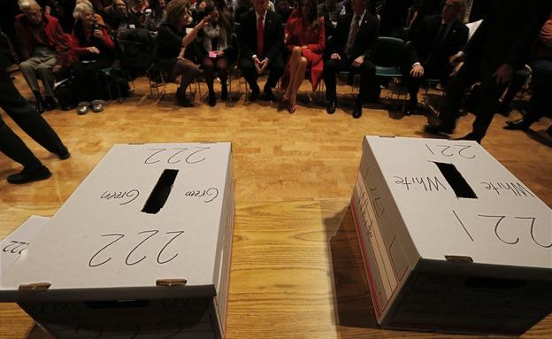 ההכנות להצבעה באיווה (צילום: רויטרס)