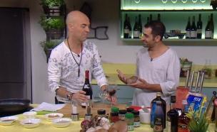 אסי ישראלוף מתארח בתוכנית פבלו, אוכל וחברים   (צילום: מתוך פבלו, אוכל וחברים, ערוץ 24)