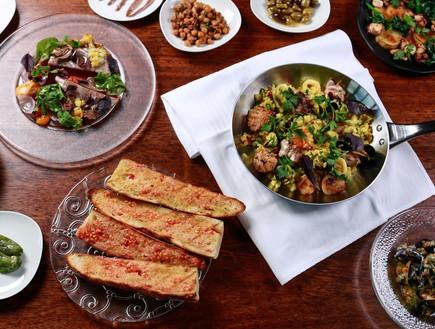 ארוחה ספרדית טורקיז