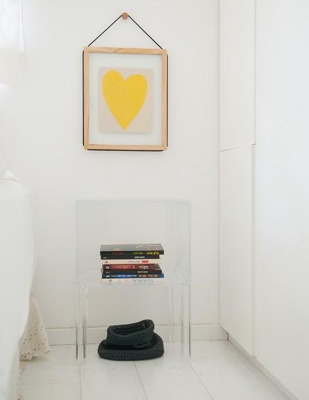 שני מור מכמורת, תמונה וכיסא חדר שינה גובה (צילום: גלית דויטש)