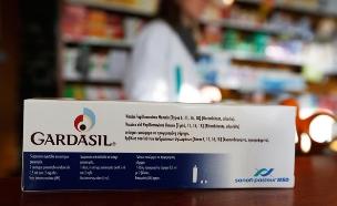 הוויכוח על החיסון: מציל חיים או מסוכן? (צילום: רויטרס)