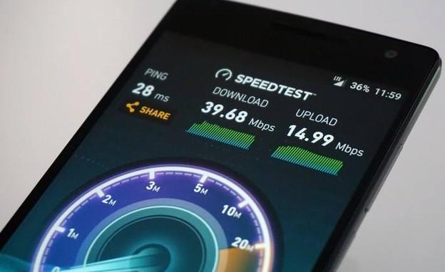 בדיקת מהירות גלישה בסמארטפון (צילום: איתי מקמל   TGspot)