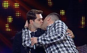 שי חי ודודו מתנשקים (צילום: מתוך האח הגדול 7, שידורי קשת)