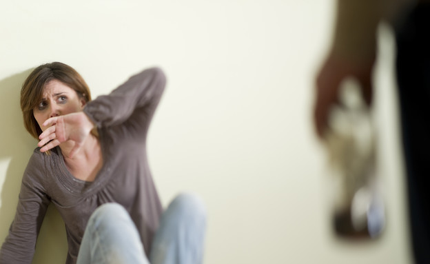 אלימות במשפחה (צילום: stefanolunardi, Shutterstock)