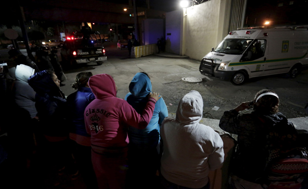 אסירים נמלטו מכותלי בית הסוהר (צילום: רויטרס)