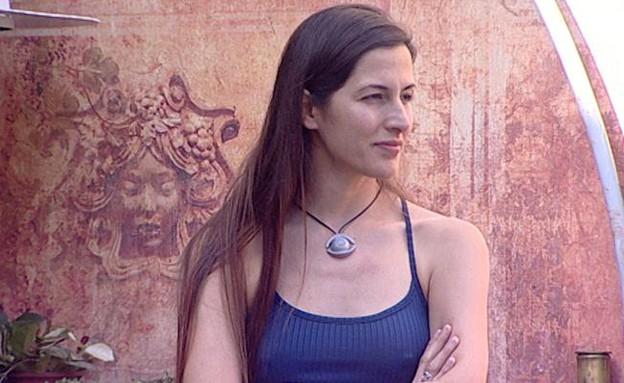אסתי בחצר (צילום: מתוך האח הגדול 7, שידורי קשת)