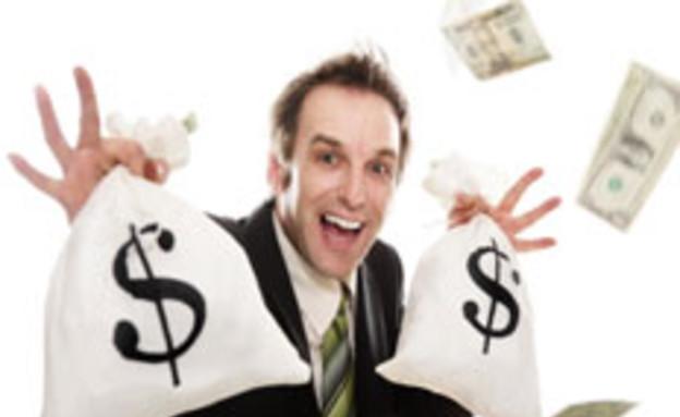 גבר עם שקי דולרים (צילום: istockphoto)