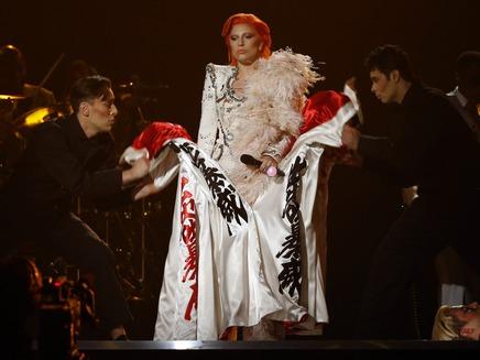 ליידי גאגא במחווה לדייוויד בואי (צילום: רויטרס)