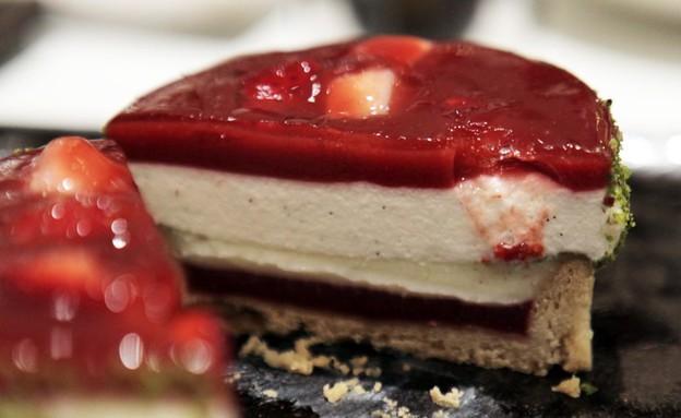 מקלות וניל ויטרינה קינוח עוגת תות (צילום: ג'רמי יפה, אוכל טוב)