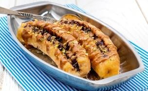 בננה אפויה עם שוקולד ולוטוס  (צילום: אולגה טוכשר, אוכל טוב)