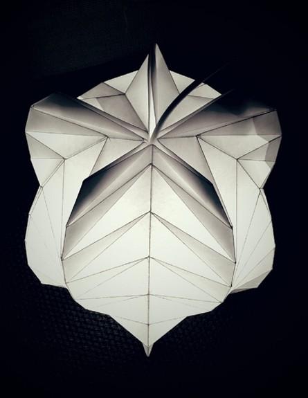 מיטל קוממי גוף תאורה בהשראת אוריגמי עשוי מנייר מיוחד