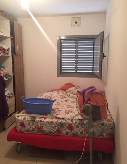 מיכל סיני, ג, שינה לפני השיפוץ,  (24) (צילום: צילום ביתי)