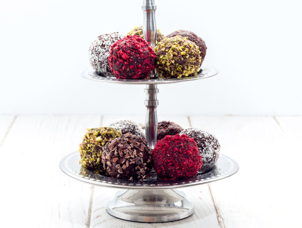 כדורי שוקולד ללא סוכר (צילום: אולגה טוכשר, אוכל טוב)
