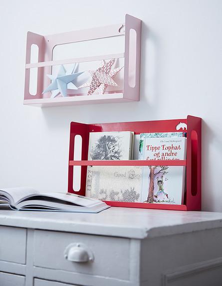 מדפי ספרים (צילום: done by deer)