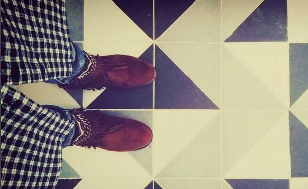 אפרת מידן, רחצה רצפה (צילום: אורן בירן)