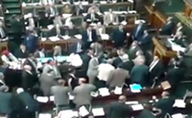 אחרי הדיון הסוער: עוכאשה יושעה מהפרלמנט