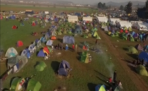 עוד ועוד אוהלים צצים המחנה הפליטים היווני (צילום: רויטרס)