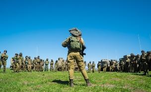 """מפקדת מול חיילות, ארכיון (צילום: דובר צה""""ל, באדיבות גרעיני החיילים)"""