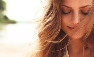 אישה שמחה (צילום: צילום מסך, מעריב לנוער)
