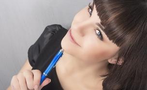 אישה חושבת (צילום: Shutterstock)