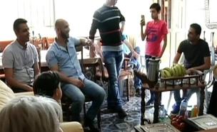 עובדי סודה סטרים הגיעו לחזק את חבריהם הפלסטינים שפ (צילום: חדשות 2)