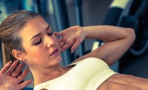 אישה מתאמנת (צילום: Samo Trebizan, Shutterstock)