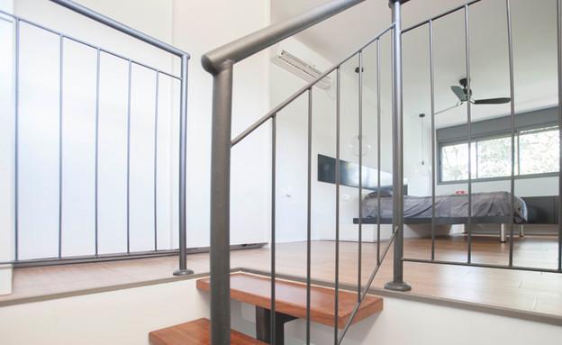 מחיצת זכוכית בין אזורי השינה והרחצה (צילום: דן בלילטי)