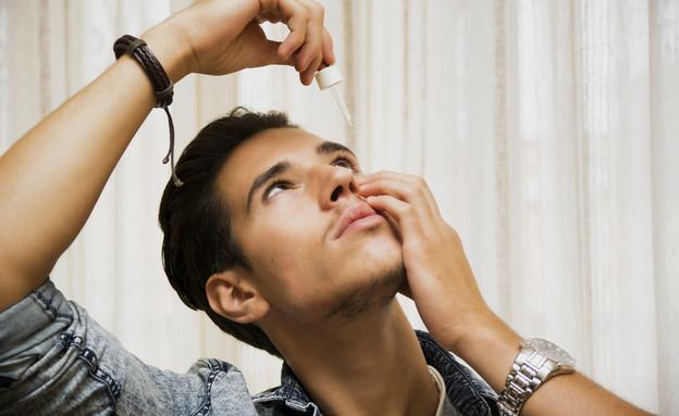 טיפות עיניים (צילום: ArtOfPhotos, Shutterstock)