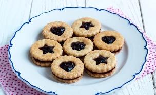עוגיות סנדוויץ' עם מעדן פירות (צילום: אולגה טוכשר, אוכל טוב)