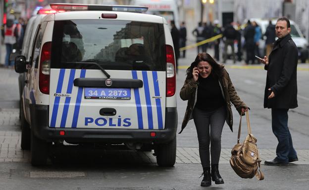 תיעוד: זירת הפיגוע באיסטנבול (צילום: רויטרס)