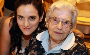 נועה עם סבתה בחתונה (צילום: אורית ליטמנוביץ')