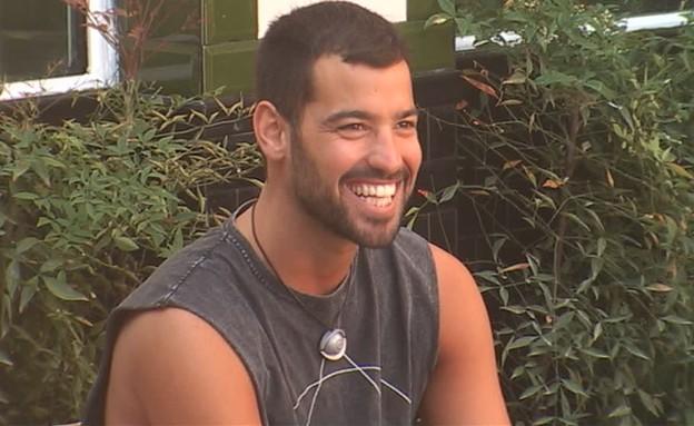 עמרי צוחק עם ברק (צילום: מתוך האח הגדול 7, שידורי קשת)