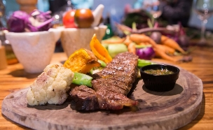 מסעדת חוות הצוק (צילום: עודד קרני, אוכל טוב)