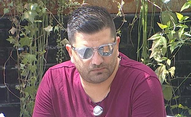 דודו בחצר (צילום: מתוך האח הגדול 7, שידורי קשת)