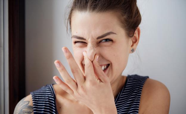 אישה מריחה (צילום: WAYHOME studio, Shutterstock)