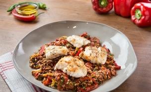 דג לוקוס עם סלט אורז חם (צילום: דרור עינב, אוכל טוב)