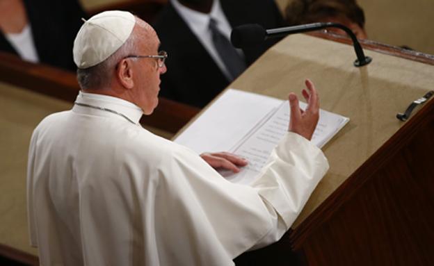 """האפיפיור. """"להיות יותר מקבלים"""" (צילום: רויטרס)"""