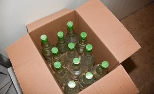 בקבוקי הערק המזויפים שנתפסו (צילום: חטיבת דוברות המשטרה)