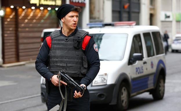 שוטר באיסטנבול. ארכיון (צילום: רויטרס, חדשות)
