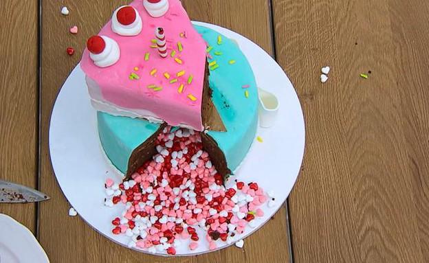 השופטים טועמים את עוגות היום הולדת (צילום: מתוך בייקאוף ישראל, שידורי קשת)
