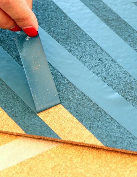 מקלפים לאחר שהצבע מתייבש לחלוטין (צילום: לירון גונן)