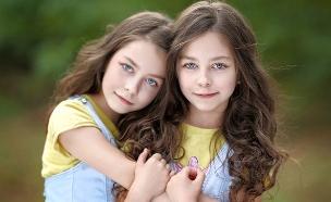 תאומות זהות (צילום: zagorodnaya, Shutterstock)