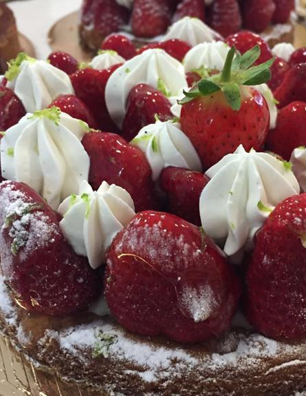 מימי פטיסרי הוד השרון עוגת תות